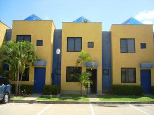 Townhouse En Ventaen Higuerote, Puerto Encantado, Venezuela, VE RAH: 20-4103