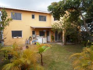 Casa En Ventaen Los Teques, Los Teques, Venezuela, VE RAH: 20-4121