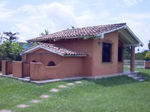 Casa En Ventaen Valencia, Safari Country Club, Venezuela, VE RAH: 20-4199
