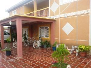 Casa En Ventaen Ciudad Ojeda, Avenida Vargas, Venezuela, VE RAH: 20-4470