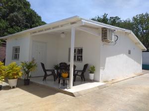 Casa En Ventaen La Vela De Coro, Intercomunal Coro La Vela, Venezuela, VE RAH: 20-4247