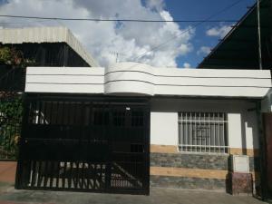 Casa En Ventaen Valencia, La Isabelica, Venezuela, VE RAH: 20-5217