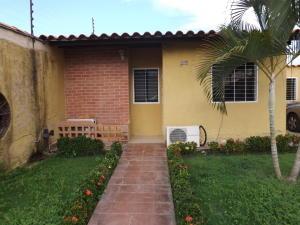 Casa En Ventaen Valencia, Zona Industrial El Recreo, Venezuela, VE RAH: 20-4348