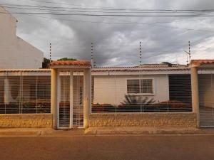 Casa En Ventaen Maracay, La Morita, Venezuela, VE RAH: 20-4513