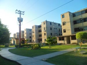 Apartamento En Ventaen Municipio Los Guayos, Buenaventura, Venezuela, VE RAH: 20-4494