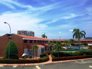 Townhouse En Ventaen Higuerote, Puerto Encantado, Venezuela, VE RAH: 20-4572