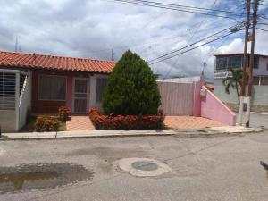 Casa En Ventaen Barquisimeto, Parroquia Santa Rosa, Venezuela, VE RAH: 20-4640