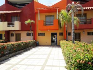Townhouse En Ventaen Higuerote, Puerto Encantado, Venezuela, VE RAH: 20-4672
