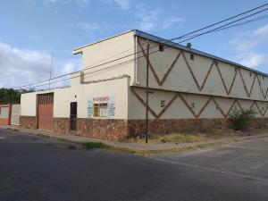 Local Comercial En Ventaen Coro, Sector San Jose, Venezuela, VE RAH: 20-4884