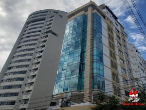 Local Comercial En Alquileren Maracay, La Arboleda, Venezuela, VE RAH: 20-4887