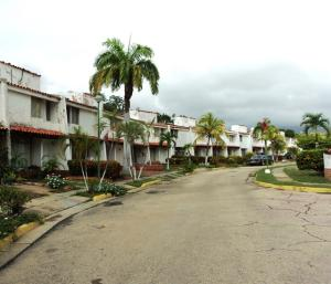 Townhouse En Ventaen Margarita, Porlamar, Venezuela, VE RAH: 20-4928