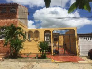 Casa En Ventaen Barcelona, La Colina, Venezuela, VE RAH: 20-4932