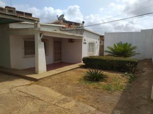 Casa En Ventaen Coro, Sector San Jose, Venezuela, VE RAH: 20-4982