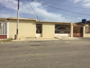 Casa En Ventaen Punto Fijo, Dona Emilia, Venezuela, VE RAH: 20-5077