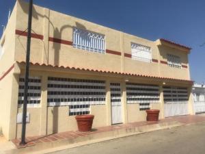 Casa En Ventaen Punto Fijo, Puerta Maraven, Venezuela, VE RAH: 20-5139