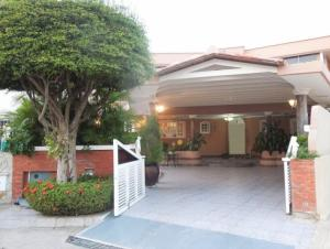 Casa En Alquileren Lecheria, Complejo Turistico El Morro, Venezuela, VE RAH: 20-5180