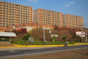 Apartamento En Ventaen Charallave, Centro De Charallave, Venezuela, VE RAH: 20-5350