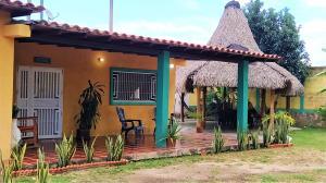Casa En Ventaen Municipio San Diego, Las Morochas I, Venezuela, VE RAH: 20-5409