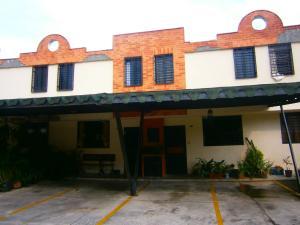 Townhouse En Ventaen Municipio Naguanagua, Barbula, Venezuela, VE RAH: 20-5435