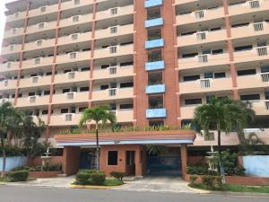 Apartamento En Ventaen Higuerote, Puerto Encantado, Venezuela, VE RAH: 20-5485