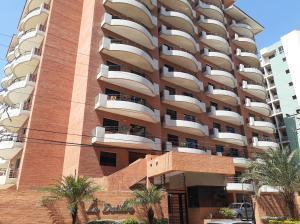 Apartamento En Ventaen Lecheria, Calle Arismendi, Venezuela, VE RAH: 20-5599