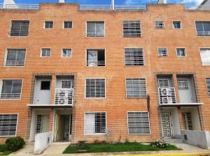 Apartamento En Ventaen Charallave, Los Laureles Country, Venezuela, VE RAH: 20-5619