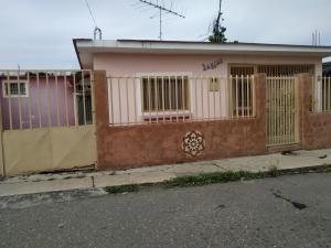 Casa En Ventaen Charallave, Centro De Charallave, Venezuela, VE RAH: 20-5626
