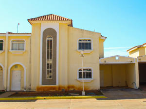 Casa En Ventaen Maracaibo, Avenida Milagro Norte, Venezuela, VE RAH: 20-5691