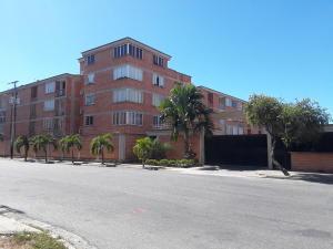 Apartamento En Ventaen Guacara, Ciudad Alianza, Venezuela, VE RAH: 20-5774