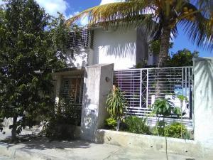 Townhouse En Ventaen Santa Cruz De Aragua, Laguna De Santa Cruz, Venezuela, VE RAH: 20-5883