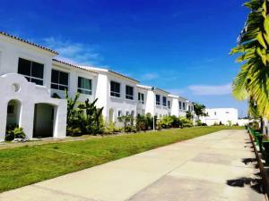 Apartamento En Ventaen Higuerote, Puerto Encantado, Venezuela, VE RAH: 20-6131