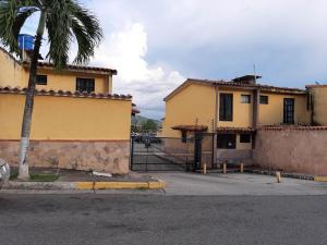 Townhouse En Ventaen Municipio San Diego, Altos De La Esmeralda, Venezuela, VE RAH: 20-9520