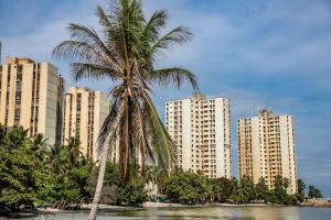 Apartamento En Ventaen Maracaibo, Avenida Milagro Norte, Venezuela, VE RAH: 20-5987