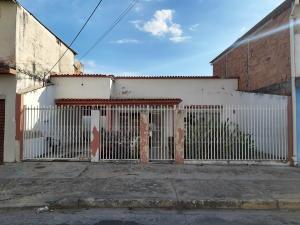 Casa En Ventaen Maracay, Santa Rosa, Venezuela, VE RAH: 20-6130