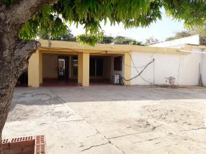 Casa En Ventaen Coro, Intercomunal Coro La Vela, Venezuela, VE RAH: 20-6272