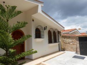 Casa En Ventaen Valencia, Trigal Centro, Venezuela, VE RAH: 20-6351