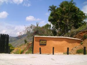 Terreno En Ventaen La Victoria, Loma Brisa, Venezuela, VE RAH: 20-6509