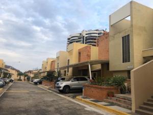 Townhouse En Ventaen Valencia, Altos De Guataparo, Venezuela, VE RAH: 20-6650