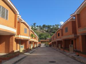 Townhouse En Ventaen La Victoria, Guaracarima, Venezuela, VE RAH: 20-7226