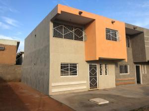 Townhouse En Ventaen Municipio San Francisco, Sierra Maestra, Venezuela, VE RAH: 20-6733