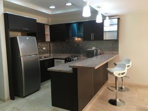Apartamento En Alquileren Maracaibo, La Picola, Venezuela, VE RAH: 20-6746
