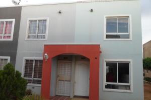 Townhouse En Ventaen Maracaibo, Via La Concepcion, Venezuela, VE RAH: 20-6806