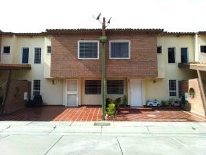 Townhouse En Ventaen Municipio San Diego, Villa Jardin, Venezuela, VE RAH: 20-6976