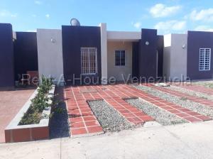 Casa En Ventaen Punto Fijo, Puerta Maraven, Venezuela, VE RAH: 20-7002