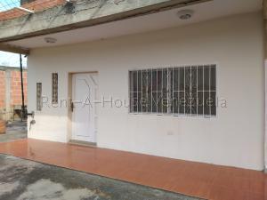 Apartamento En Ventaen Cabimas, Calle Chile, Venezuela, VE RAH: 20-7076