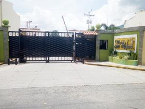 Townhouse En Ventaen Municipio San Diego, Los Tamarindos, Venezuela, VE RAH: 20-7100