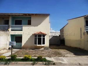 Townhouse En Ventaen Municipio Santiago Marino, Uriel 1, Venezuela, VE RAH: 20-7122