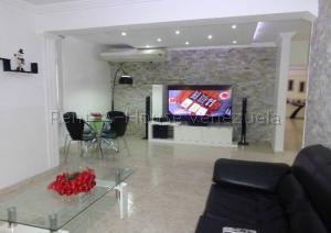 Apartamento En Ventaen La Victoria, Avenida Victoria, Venezuela, VE RAH: 20-7107