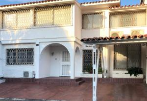 Casa En Ventaen Caracas, Santa Cecilia, Venezuela, VE RAH: 20-7188