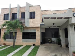 Townhouse En Ventaen Valencia, Los Mangos, Venezuela, VE RAH: 20-7470